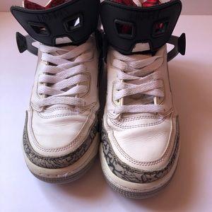Nike Jordan White Cement size 5y